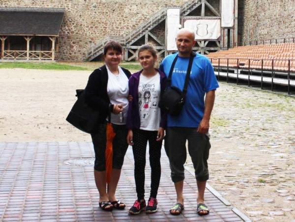 Кастусь Жуковский вместе с семьей. Фото из личного архива