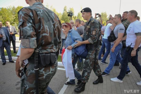Тамара Зайцева во время задержания, Фото: tut.by