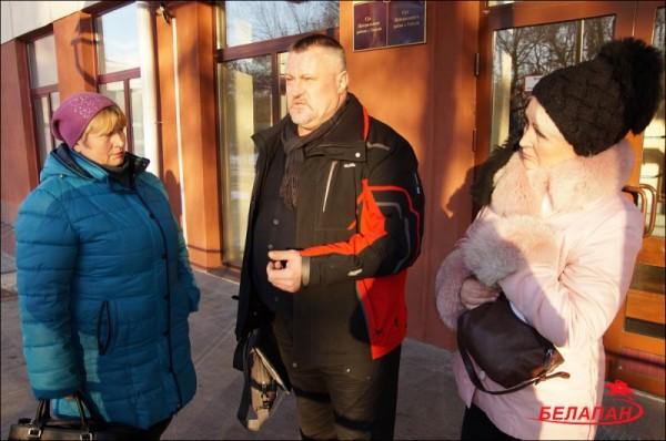 В суде с кладовщицами правовой инспектор независимого профсоюза РЭП Леонид Судаленко. Фото: БелаПАН